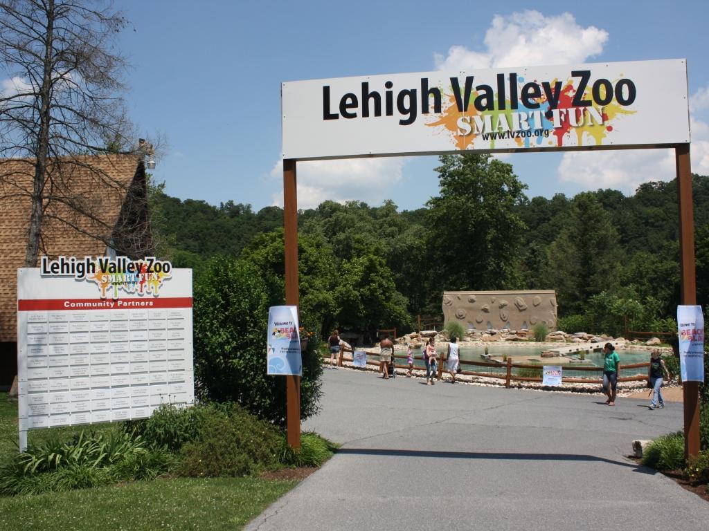 Lehigh Valley Zoo entrance gate 02